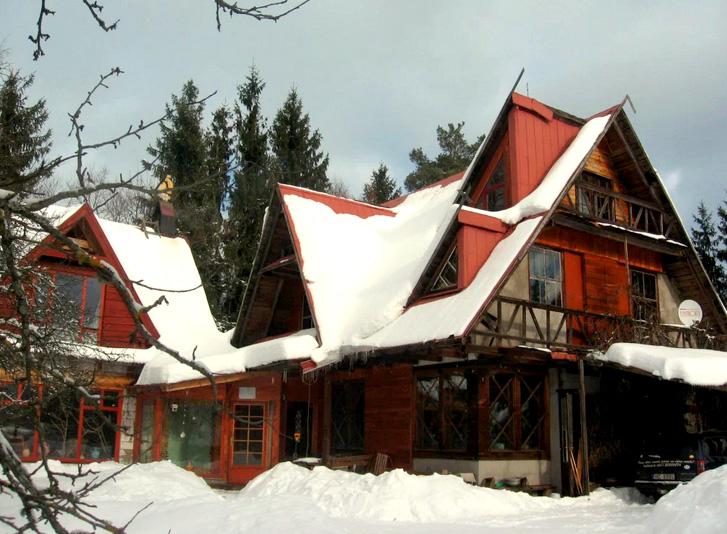 Pašrocīgi būvēta ģimenes māja Valgundē