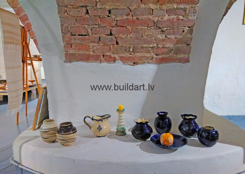 Keramikas izstāde Jaunpiebalgas kultūras nama Velvju zālē