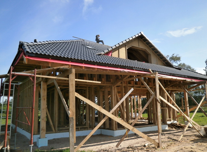 Koka statņu, koka karkasa mājas projekts, būvniecības procesa bildes