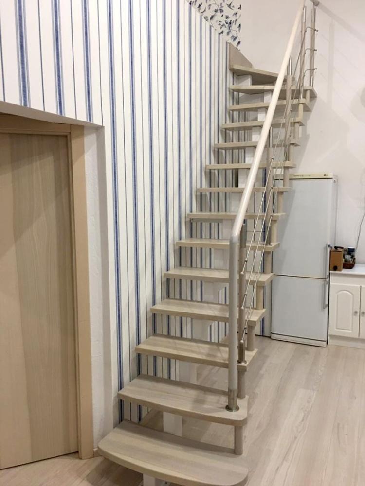 """Projekts """"Eižens"""", iekšskati, interjers, kāpnes uz balkonu"""