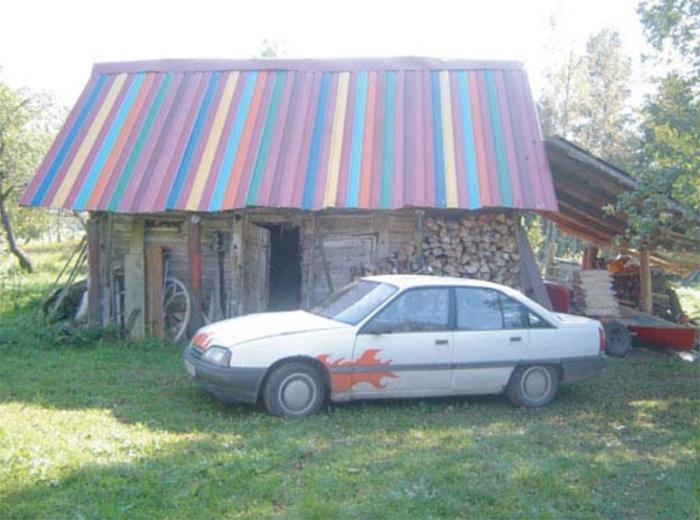 Kā izskatījās agrāk - vecā kūtiņa savā vietā, ar strīpaino jumtu