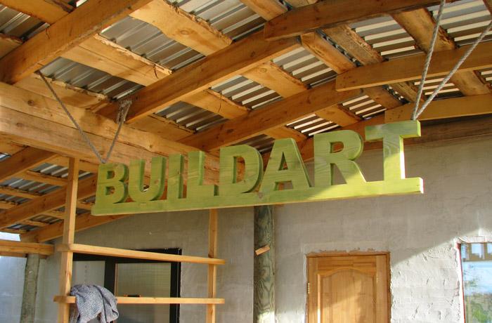 Ekonomiskas darbnīcas projekts un būvniecības procesa bildes
