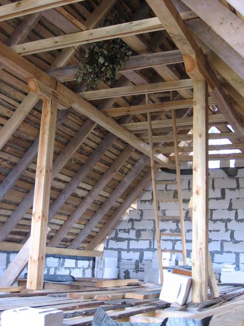 Jumta konstrukcija ar spārēm un kopturiem