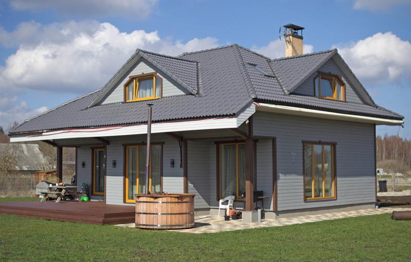 """Dzīvojamās mājas projekts """"Mārtiņš"""", uzbūvētās mājas fasāžu bildes"""