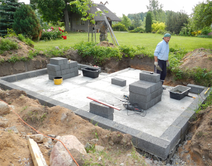 Pagraba projekts - būvniecības process, pirmās sienu mūra rindas