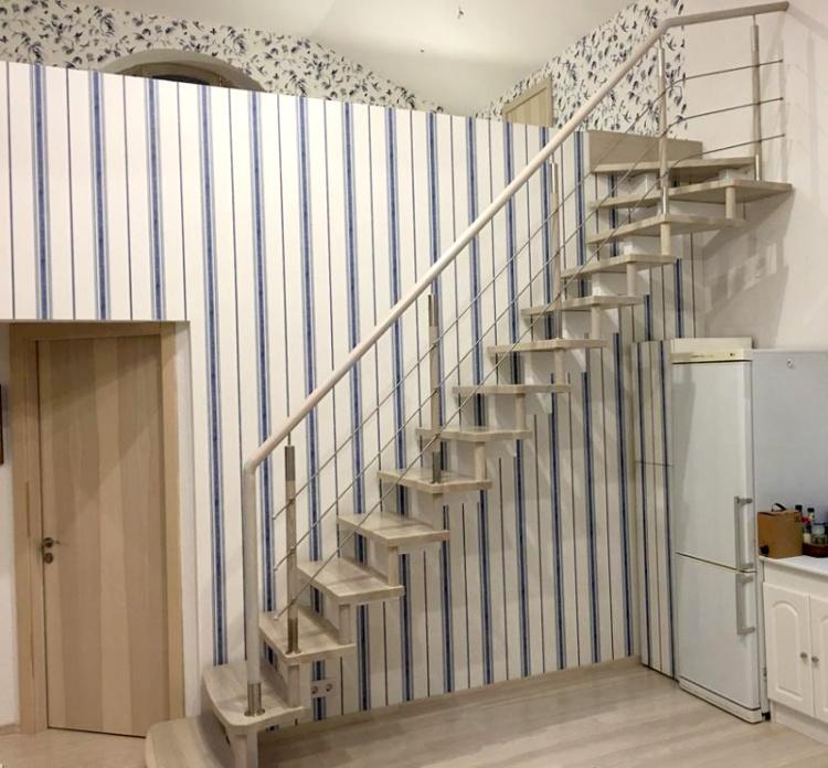 """Projekts """"Eižens"""", iekšskati, interjers, top kāpnes uz balkonu"""