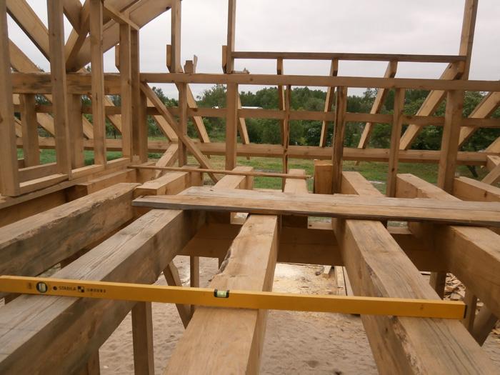 Koka statņu, koka karkasa mājas projekts, būvniecības procesa bildes, precizitāte
