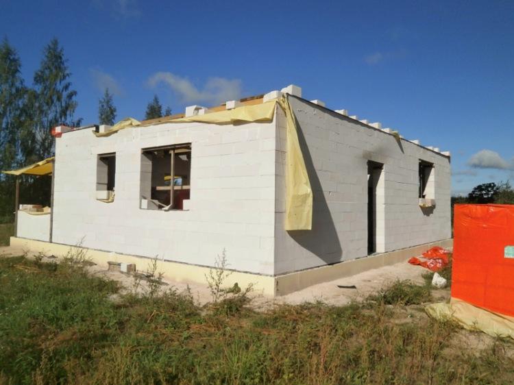 Pirms gada, atvērtajās durvīs izstrādājām pirmo projekta skici, šogad, 5 septembrī ēkai jau ir pārsegums
