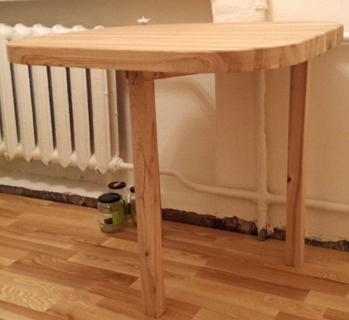Paštaisīts oša koka galds - vai galds var stāvēt uz 2 kājām?