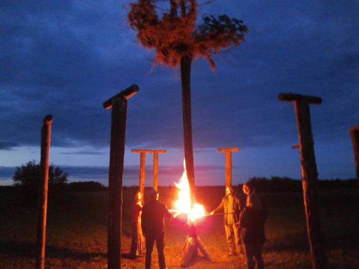 Saulgriežu svinēšana Jaunpiebalgā, ugunsskulptūras iedegšana