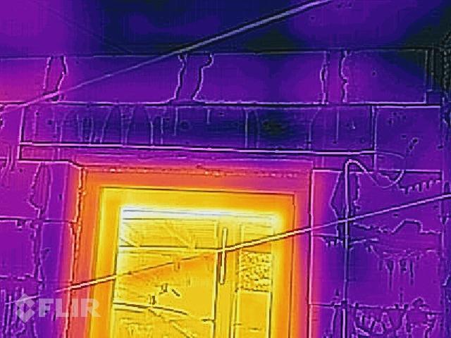 Termofoto - ailu pārsedze no koka - siltāka par 30cm gāzbet. sienu.