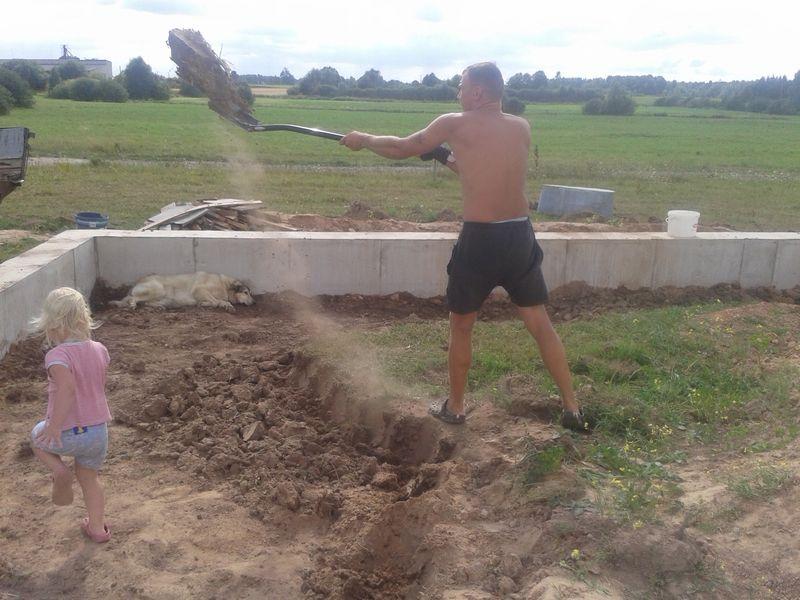 Pamatu būvēšana izmantojot zemes veidni - velēnas norakšana