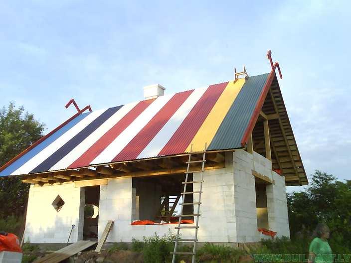 Metāla seguma jumts pabeigts