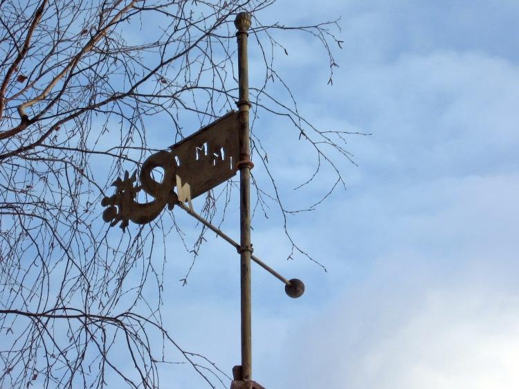 Vēja rādītājs uz lapenes jumta