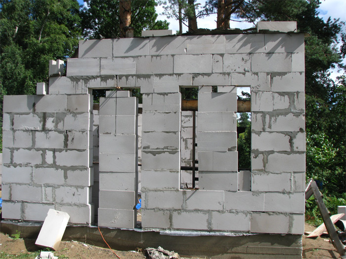 Saimniecības ēkas ekonomiska būvniecība, mūrēšana ailu pārsedžu izveide