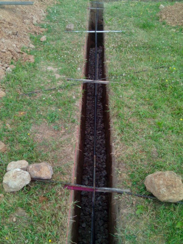 Pamatu būvēšana izmantojot zemes veidni - stiegru nostiprināšana