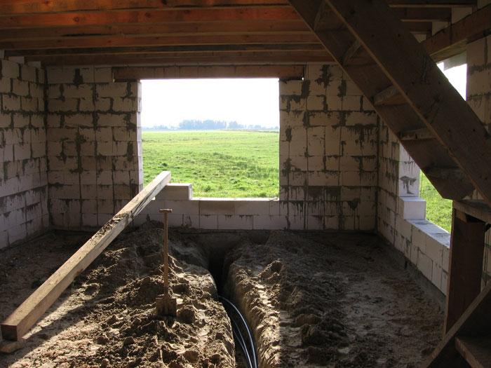 ūdensvada caurules zem grīdas