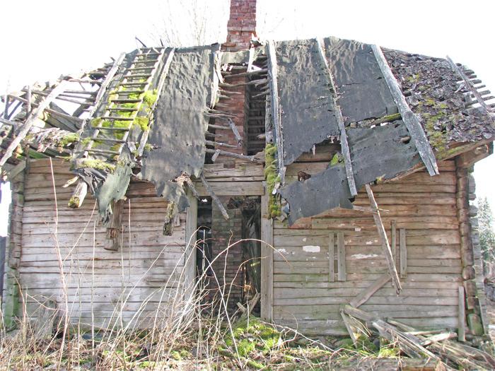 Līki mūrēts skurstenis uguns āderu krustpunktā