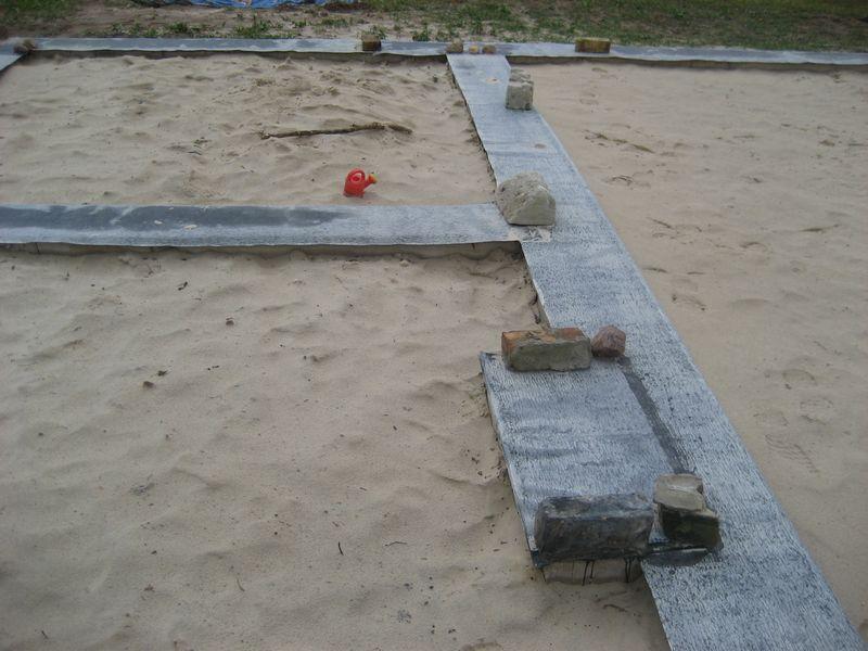 Pamatu būvēšana izmantojot zemes veidni - hidroizolācijas uzklāšana