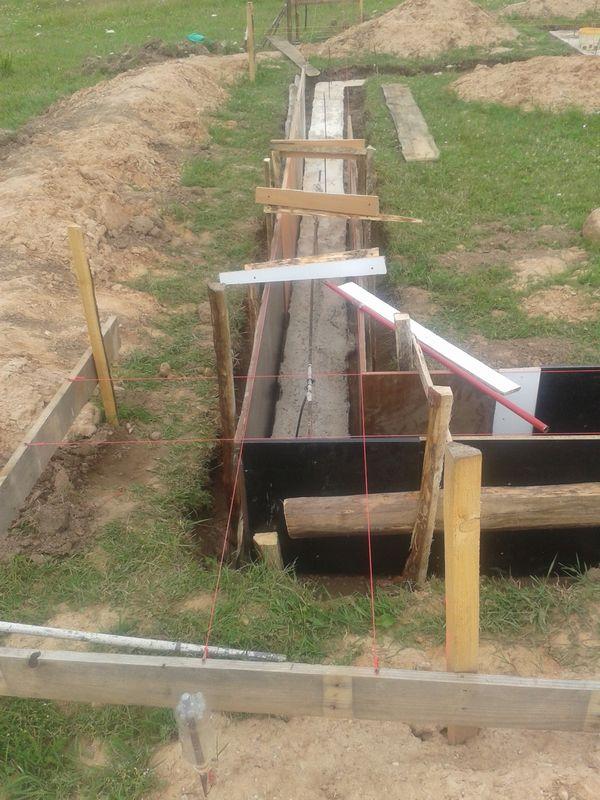 Pamatu būvēšana izmantojot zemes veidni - pamatu virszemes daļa - veidņi