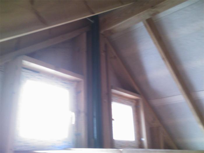 Saimniecības ēka, vēja ģeneratora masta stiprinājums jumta konstrukcijās