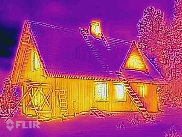 Pašrocīgi siltinātā māja - termofotogrāfijas