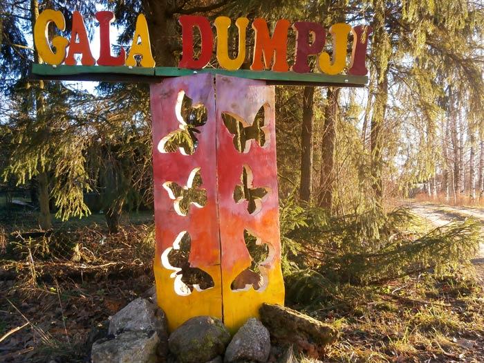 Gala_Dumpji, mājas zīme