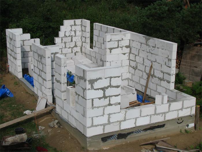 Saimniecības ēkas ekonomiska būvniecība, mūrēšana