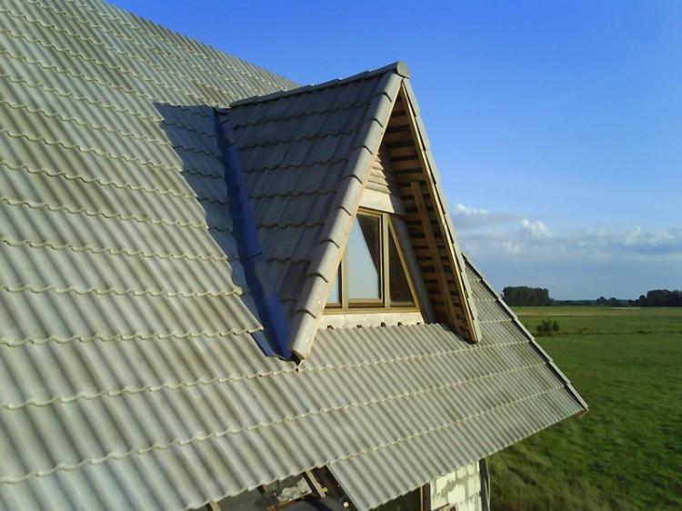 Dakstiņu jumts