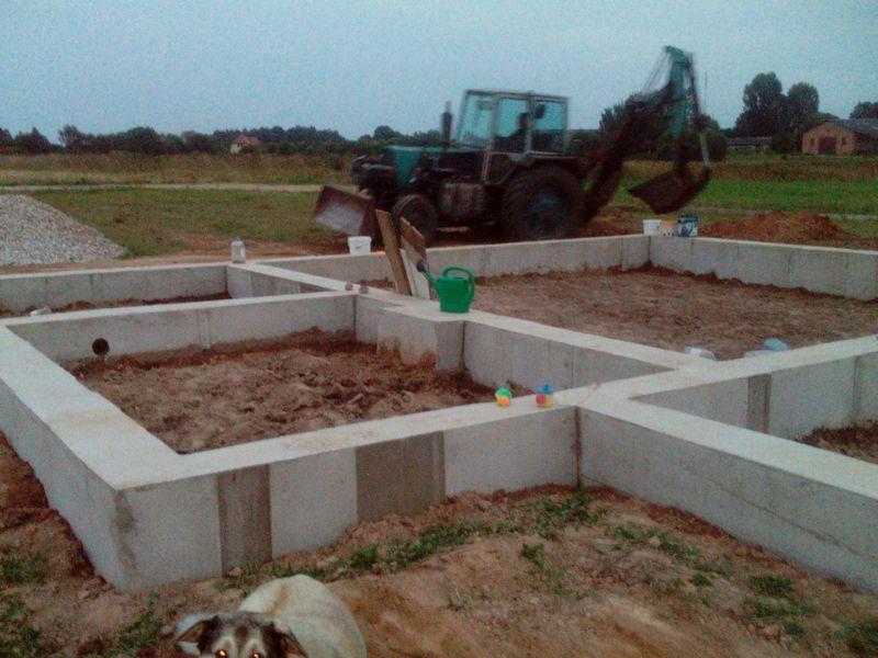 Pamatu būvēšana izmantojot zemes veidni - darba process