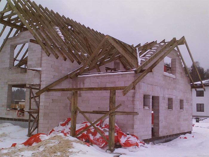 """Savrupmājas projekts """"Dina"""" - ēkas būvniecības procesa bildes"""